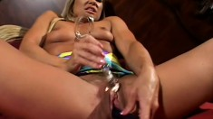 Sexy blond use her toys to fuck her pussy and diddle her clit