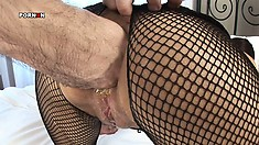 She has him fisting her tight pussy before banging it deep with his throbbing rod
