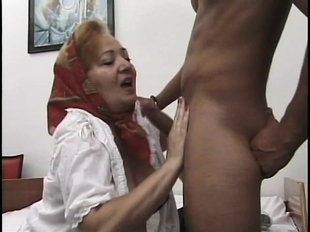 Nasty mature lady play with her pussy