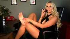 Sleaze blonde has the kinky foot fetish