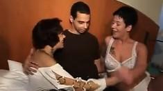 Sexy mature babe in hardcore threesome