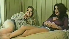 Blonde and brunette GFs licking pussies
